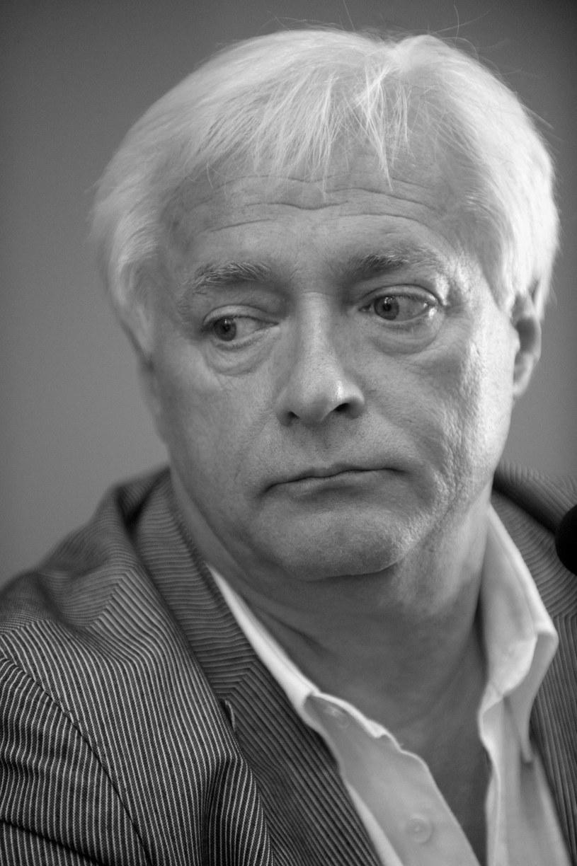 """Blisko trzy tygodnie po śmierci odbędzie się pogrzeb Ryszarda Adamusa, producenta i wydawcy przebojowych płyt """"Sax&Sex"""" i """"Big Beat"""", które Robert Chojnacki nagrał z Andrzejem Piasecznym i Maciejem Molędą."""