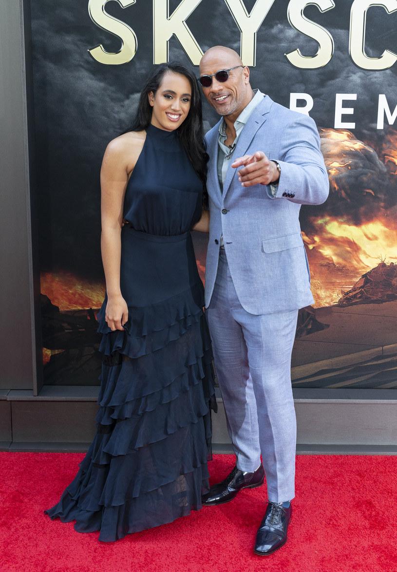 Legenda wrestlingu, a obecnie rozchwytywany aktor, Dwayne Johnson pęka z dumy. Jego 18-letnia córka Simone idzie jego śladami. Właśnie podpisała kontrakt z największą federacją wrestlingową na świecie.