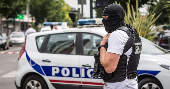Druga noc zamieszek w imigranckim getcie w Argenteuil pod Paryżem! Młodzieżowe bandy podpalały samochody i pojemniki ze śmieciami oraz atakowały funkcjonariuszy. Interweniować musiały szturmowe oddziały policji.