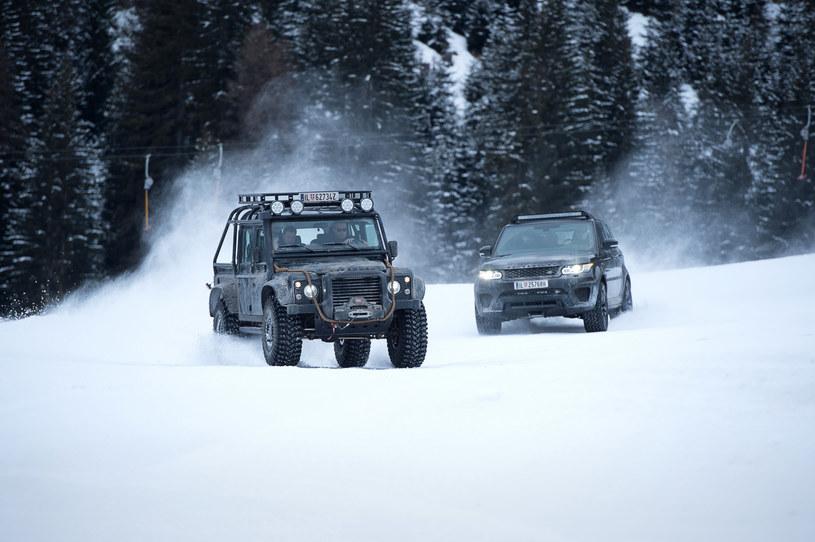 """""""Spectre Defender"""", bo tak nazywany jest Land Rover Defender 110 SVX pickup z 2015 roku, to jeden z 10 samochodów tego typu, które wykorzystano w filmie o przygodach Jamesa Bonda. Każdy z nich został odpowiednio zmodyfikowany przez specjalistyczną firmę Bowler Motorsport."""