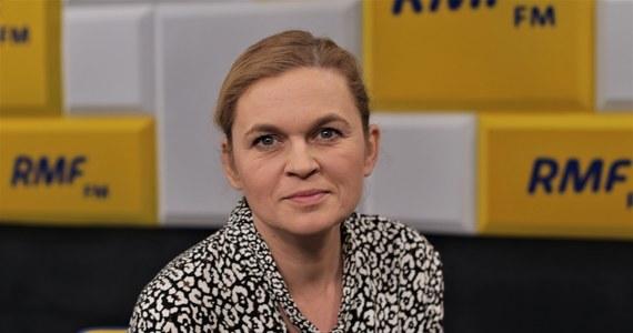 """""""Oczywiście, że zbierzemy"""" - tak Barbara Nowacka odpowiedziała w Popołudniowej rozmowie w RMF FM na pytanie o to, czy uda się zebrać 100 tysięcy podpisów poparcia dla prezydenckiej kandydatury Rafała Trzaskowskiego w ciągu dwóch dni, jeśli taki będzie wyborczy kalendarz. Liderka Inicjatywy Polska i posłanka Koalicji Obywatelskiej zadeklarowała, że jeśli sytuacja epidemiczna na to pozwoli, będzie zbierała podpisy również na ulicy."""