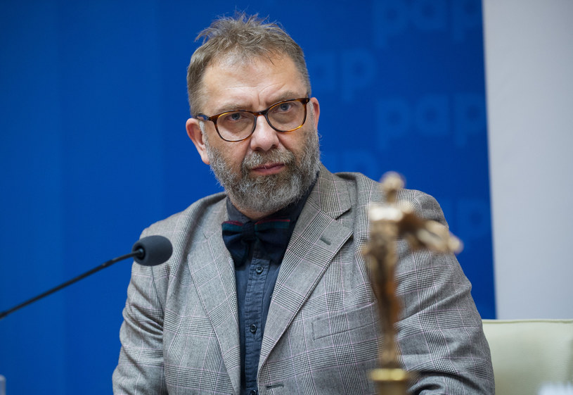 """Piotr Metz, dyrektor muzyczny Trójki, zdecydował o zakończeniu współpracy z radiem. To pokłosie afery związanej z piosenką """"Twój ból jest lepszy niż mój"""" Kazika Staszewskiego."""
