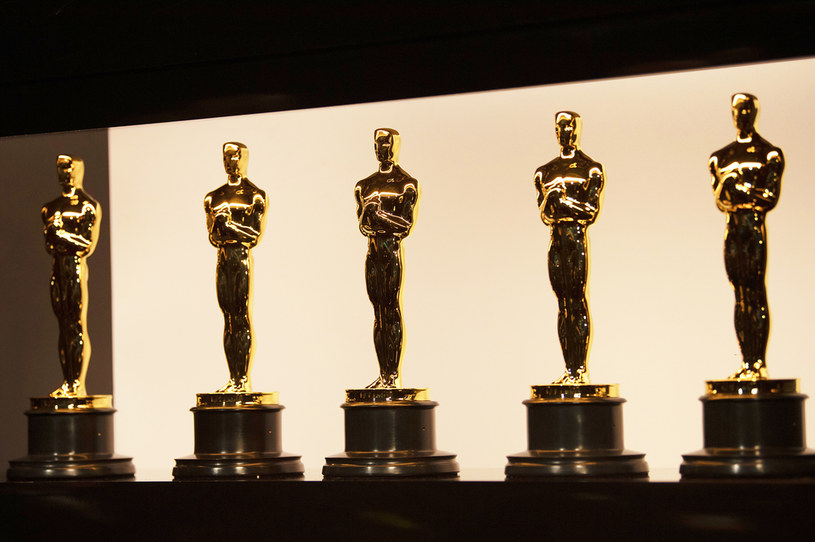 """Jak donosi portal """"Variety"""", ważą się losy przyszłorocznej, 93. ceremonii rozdania Oscarów. Jest zaplanowana na 28 lutego 2021 roku, ale może zostać przeniesiona na termin późniejszy. Źródła pragnące zachować anonimowość, podkreślają, że nie ma jeszcze żadnych konkretnych planów takiego przesunięcia, ale jest ono rozważane."""