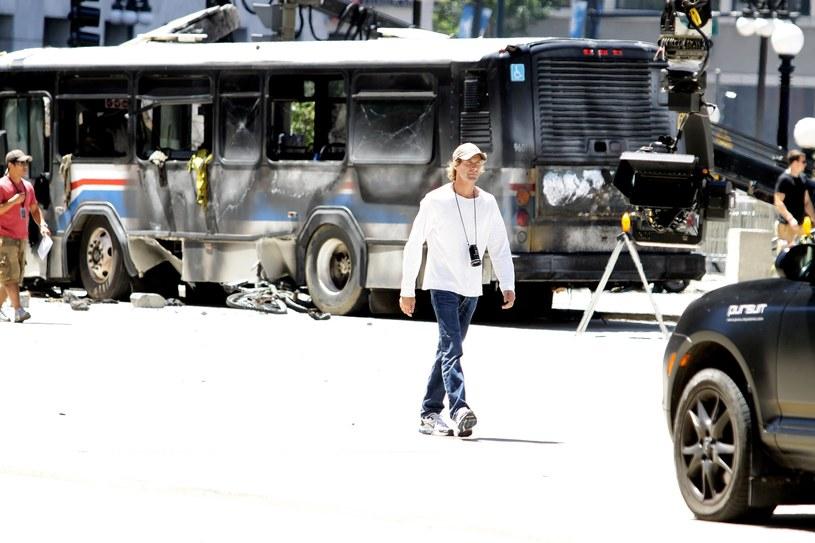 """Według informacji podanych przez portal """"Deadline"""", w ciągu najbliższych tygodni powinny ruszyć zdjęcia do produkowanego przez Michaela Baya thrillera """"Songbird"""". Jeśli tak się stanie, będzie to pierwszy film zrealizowany w Los Angeles od momentu wybuchu pandemii COVID-19. Fabuła """"Songbird"""" dotyczyć będzie... pandemii."""