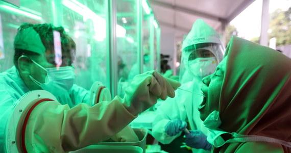 Ekspert WHO Mike Ryan przestrzegł przed stosowaniem chlorochiny i hydroksychlorochiny u pacjentów z Covid-19, zaznaczając, że skuteczność tych środków przeciwko koronawirusowi nie została dotąd udowodniona. Promowanego m.in. przez Donalda Trumpa leku używa się także w Polsce.