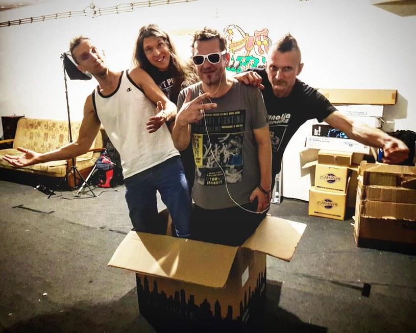"""Grupa Funky Tank, prowadzona przez Zbyszka Bieniaka (na co dzień wokalisty zespołu Jary Oddział Zamknięty), wydała singel """"Party In the Night"""" promujący ich najnowszą płytę."""