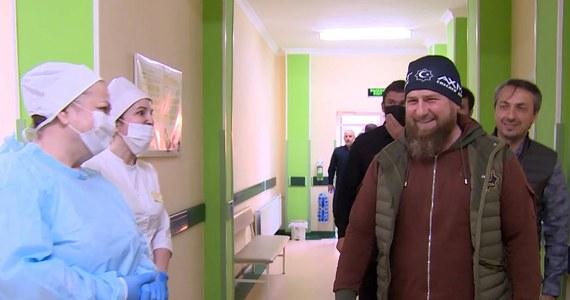 Ramzan Kadyrow trafił do szpitala z podejrzeniem zakażenia koronawirusem - taką wiadomość podały rosyjskie agencje informacyjne. Według ich doniesień, przywódca Czeczenii - republiki na rosyjskim Kaukazie Północnym - hospitalizowany jest w Moskwie.