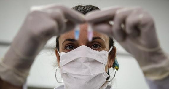 W Wielkiej Brytanii trwają próby szybkich testów na koronawirusa, które dają wyniki w ciągu 20 minut - poinformował minister zdrowia Matt Hancock. Ogłosił on też, że od przyszłego tygodnia zaczną być przeprowadzane testy na obecność przeciwciał.