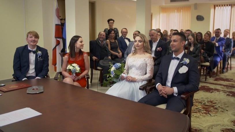 """W finałowym odcinku """"Ślubu od pierwszego wejrzenia"""", który odbył się w piątek, 22 maja, dowiedzieliśmy się, czy pary z programu TVN7 zdecydowały się pozostać w związku małżeńskim, czy jednak postanowiły się rozwieść. Przykład Oliwii i Łukasza świadczy o tym, że w telewizji można znaleźć miłość."""