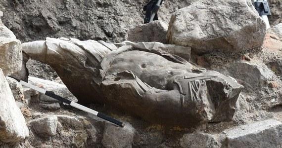 Kamienną, barokową rzeźbę przedstawiająca mężczyznę w rzymskim stroju odkryli archeolodzy prowadzący wykopaliska na terenie dawnych Zakładów Mięsnych w Gdańsku. Figura była wmurowana w fundament nieistniejącej piekarni.