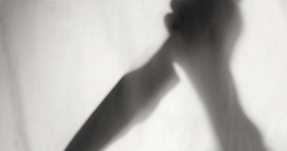 Prokuratura w Prudniku zakończyła śledztwo w sprawie brutalnego morderstwa, do którego doszło w czerwcu ubiegłego roku w gminie Biała. Klaudiusz Juchniewicz z prudnickiej prokuratury poinformował, że sprawcy grozi dożywocie.