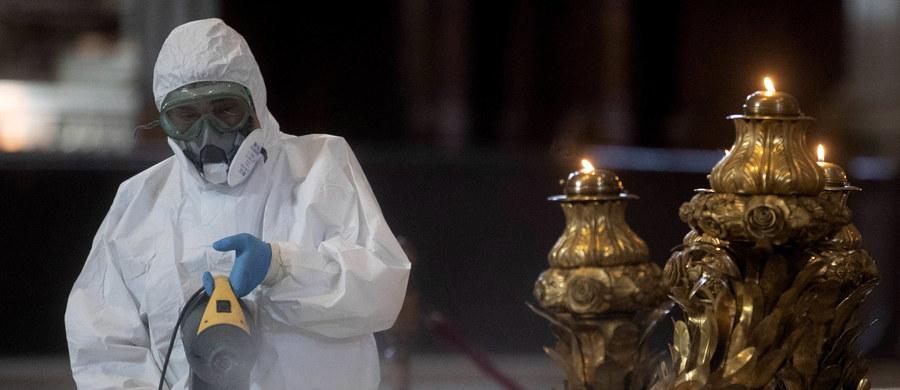 1 czerwca zostaną ponownie otwarte Muzea Watykańskie - ogłosiła w sobotę ich dyrekcja. To kolejny krok w znoszeniu obostrzeń w Watykanie po tym, gdy w poniedziałek umożliwiono wstęp do bazyliki Świętego Piotra po ponad dwóch miesiącach przerwy w związku z epidemią koronawirusa.
