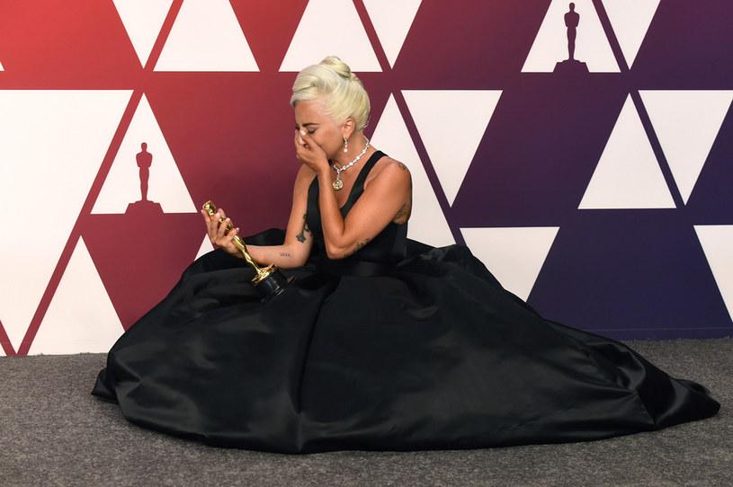 Lady Gaga w rozmowie z Zanem Lowem opowiedziała, jak traumatyczne wydarzenia z przeszłości doprowadziły do sięgnięcia przez nią po używki.