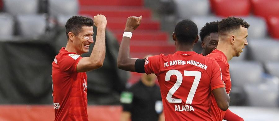 Bayern Monachium pokonał u siebie Eintracht Frankfurt 5:2, a Robert Lewandowski zdobył 27. bramkę w tym sezonie piłkarskiej ekstraklasy Niemiec. Broniący tytułu Bawarczycy prowadzą w tabeli, a polski napastnik - w klasyfikacji strzelców.