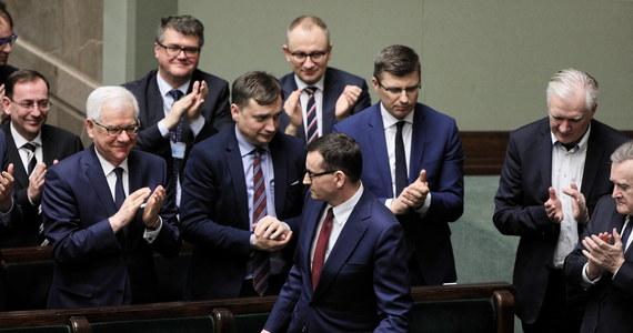 """""""W ocenie wielu eurodeputowanych rząd PiS idzie coraz bardziej na zwarcie z Unią Europejską"""" - mówi RMF FM López Aguilar, szef komisji Parlamentu Europejskiego ds. wolności obywatelskich (LIBE), na dzień przed oficjalną prezentacją jego - bardzo krytycznego - sprawozdania nt. praworządności i demokracji w Polsce. """"Ostatnio w komisji LIBE wysłuchaliśmy ministra sprawiedliwości Zbigniewa Ziobry, a raptem tydzień temu wiceministra sprawiedliwości Sebastiana Kalety. Nie zauważyliśmy żadnej woli, żadnego sygnału, by dostosować się do europejskiego prawa, by wypełnić postanowienia Trybunału Sprawiedliwości UE"""" - zaznacza hiszpański eurodeputowany w rozmowie z korespondentką RMF FM Katarzyną Szymańską-Borginon."""