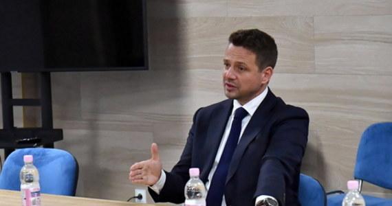 Rada Krajowa Zielonych zaakceptowała Rafała Trzaskowskiego jako kandydata na prezydenta – poinformował rzecznik partii Krzysztof Rzyman. Kandydat zgodził się na 21 postulatów Zielonych, m.in. na legalizację związków partnerskich, medycznej marihuany i zatrzymanie przekopu Mierzei Wiślanej.