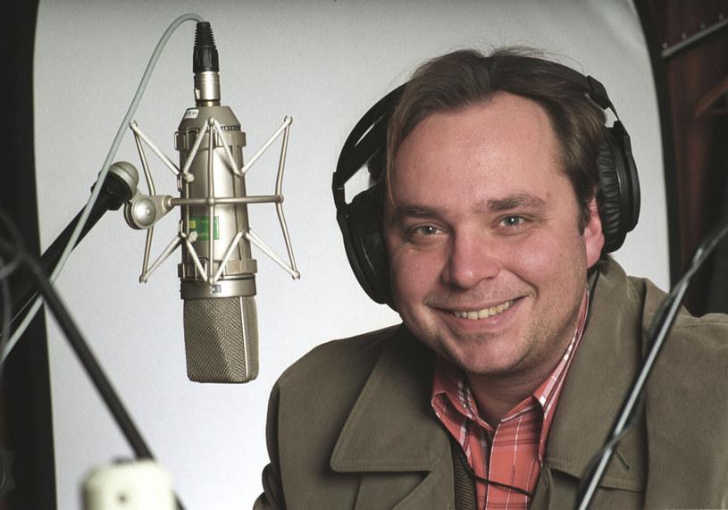 Kuba Strzyczkowski został nowym dyrektorem radiowej Trójki i od razu podjął działania, by stacja znów mogła normalnie funkcjonować.
