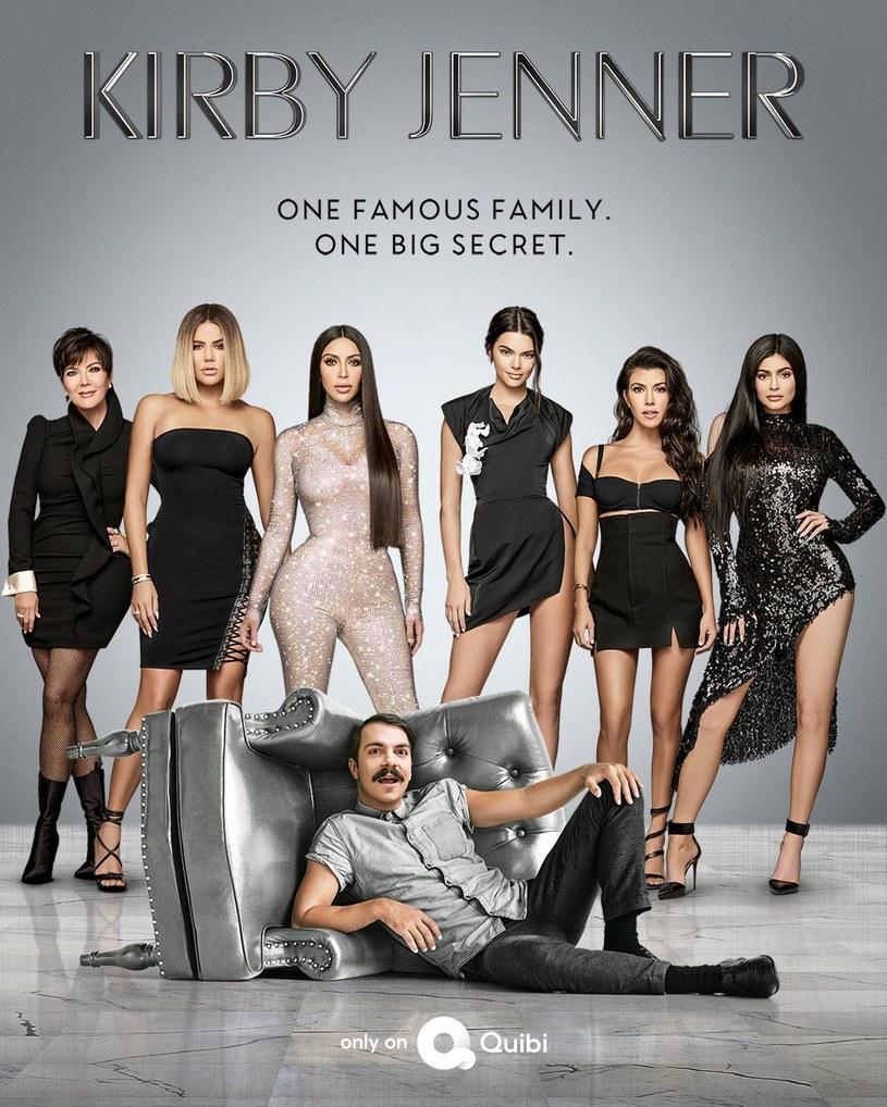 """W niedzielę 24 maja na platformie Quibi rozpoczęto emisję serialu o rzekomym bliźniaku Kendall Jenner, Kirbym Jennerze. Ten performer od lat publikuje w sieci przerobione zdjęcia z Kardashiankami, które mają świadczyć o tym, że jest członkiem słynnego klanu. Produkcja nosi tytuł """"Kirby Jenner""""."""