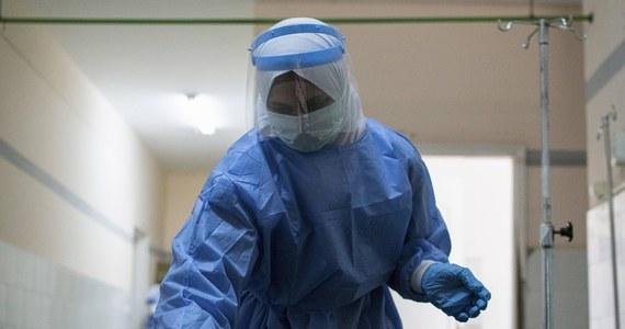 297 pracowników fabryki mebli tapicerowanych Wersal w Jankowach w powiecie kępińskim jest zakażonych koronawirusem - poinformowała PAP dyrektor kępińskiej stacji sanitarno-epidemiologicznej Wanda Lepka.