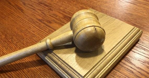 Izba Dyscyplinarna Sądu Najwyższego uchyliła immunitet sędziemu, który miał dopuścić się gwałtu. Wyrażono zgodę na jego zatrzymanie oraz pociągnięcie do odpowiedzialności karnej - poinformował PAP rzecznik izby Piotr Flakowski. Postanowienie jest nieprawomocne.