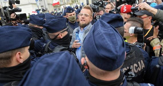 Sąd miał bardzo wiele możliwości, a wybrał opcję najgorszą dla policji, tzn. skierował sprawę ponownie do prokuratury - powiedział w rozmowie z Polską Agencją Prasową Paweł Tanajno. W sobotę podczas protestu przedsiębiorców został zatrzymany za naruszenie nietykalności policjantów, a w poniedziałek zwolniony do domu.