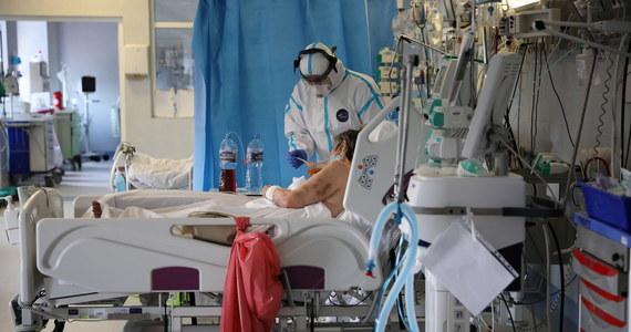 W środę odnotowano 399 nowych przypadków zakażeń. Ministerstwo Zdrowia podało też informację w sprawie wzrostu liczby ofiar koronawirusa w Polsce. Zmarły cztery zakażone osoby.