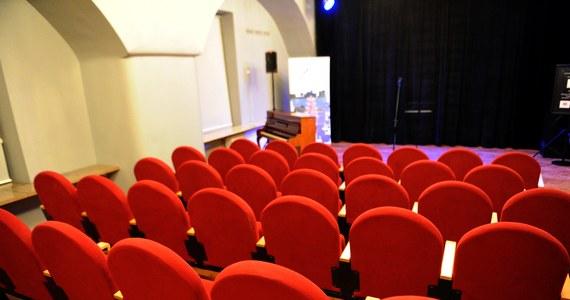 Zgodnie z zapowiedziami, rząd ogłosił plan odmrożenia instytucji kultury, które mogą wznowić działalność od 6 czerwca. Na jakich zasadach będziemy mogli z nich korzystać? O czym będzie trzeba pamiętać, planując wyjście do teatru, kina lub filharmonii?