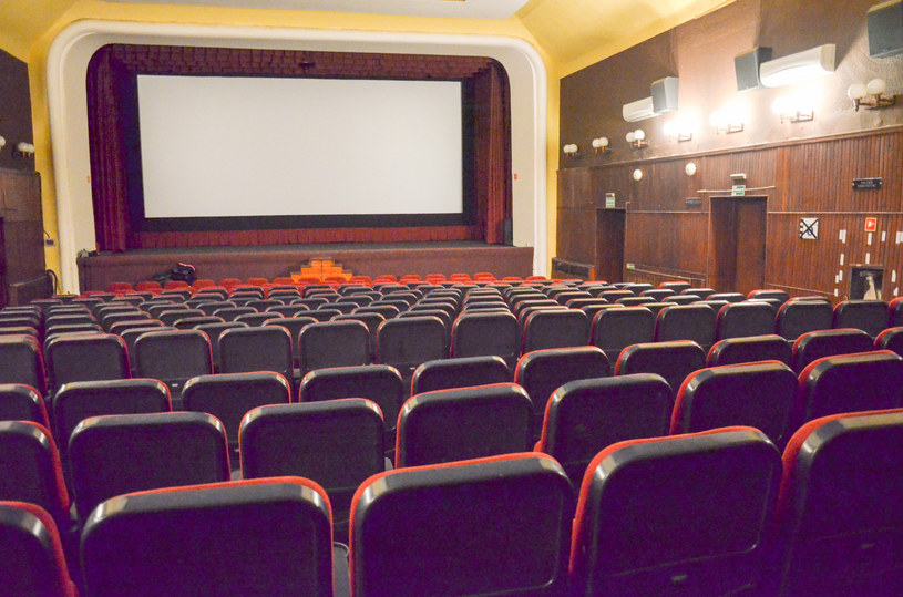 Wicepremier, minister kultury i dziedzictwa narodowego Piotr Gliński.ogłosił, że 6 czerwca kina w Polsce będą mogły wznowić działalność.
