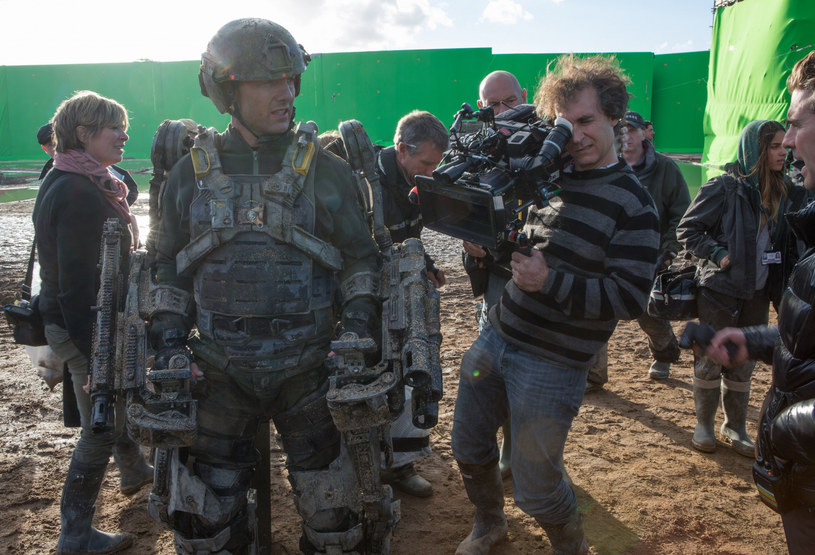 """Kosmiczny projekt Toma Cruise'a nabiera konkretów! Niedawno szef NASA potwierdził, że agencja będzie współpracować z gwiazdorem kina oraz z właścicielem SpaceX Elonem Muskiem przy produkcji pierwszego filmu nakręconego w kosmosie. Teraz poznaliśmy nazwisko reżysera tego śmiałego projektu. To Doug Liman, który współpracował już z Cruisem przy filmach """"Na skraju jutra"""" oraz """"Barry Seal: Król przemytu""""."""
