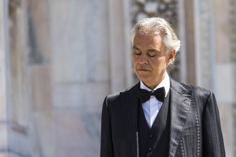 Włoski śpiewak Andrea Bocelli wyznał, że zmagał się z koronawirusem. Zdecydował, że teraz pomoże innym zakażonym.
