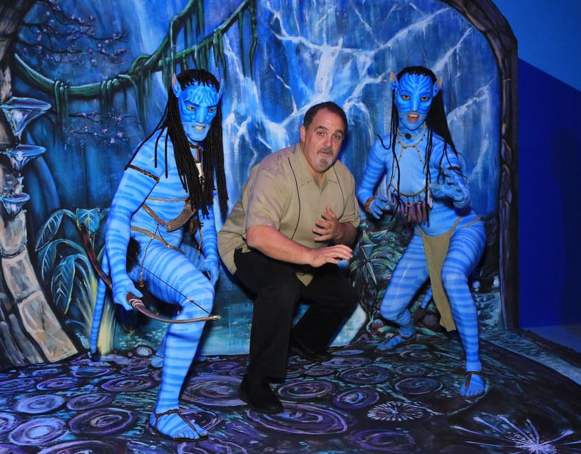 """Po przerwie spowodowanej pandemią koronawirusa wznawia prace ekipa realizująca w Nowej Zelandii zdjęcia do kontynuacji drugiego najbardziej kasowego filmu wszech czasów, czyli """"Avatara"""" Jamesa Camerona. Zanim wstrzymano zdjęcia, twórcy pracowali jednocześnie nad przynajmniej trzema kolejnymi odsłonami serii, które mają debiutować w kinach co dwa lata aż do 2027 roku."""