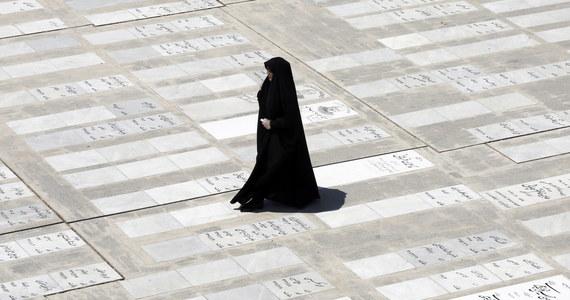 Policja w północnym Iranie aresztowała mężczyznę oskarżonego o tzw. zabójstwo honorowe 14-letniej córki. Sprawa wywołała w kraju oburzenie, mówił o niej także prezydent Iranu Hasan Rowhani - poinformowała agencja AP.