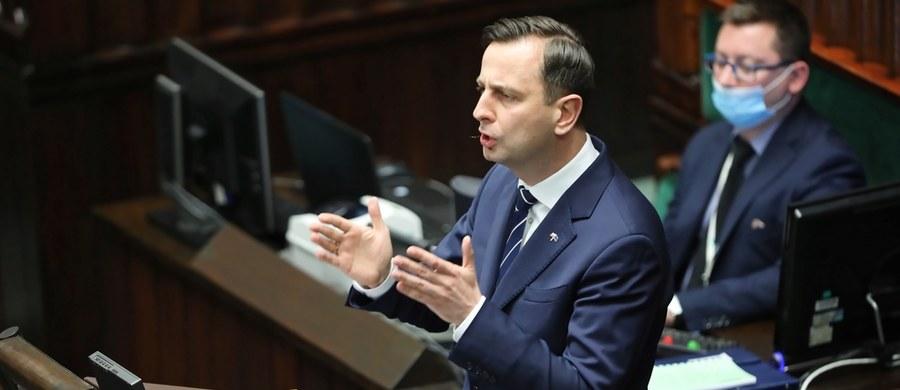 """""""Wybory prezydenckie powinny odbyć się w bezpiecznym, rzetelnie przygotowanym momencie, kiedy będzie można przeprowadzić je w jak najlepszy sposób"""" - przyznał w rozmowie z """"Rzeczpospolitą"""" lider Polskiego Stronnictwa Ludowego i kandydat tej partii na prezydenta - Władysław Kosiniak-Kamysz. """"Potrzebne jest porozumienie wszystkich sił politycznych, aby wyjść z kryzysu. Uważam, że Polacy są już zmęczeni tym wszystkim i chcieliby poznać datę wyborów"""" - podkreślił."""