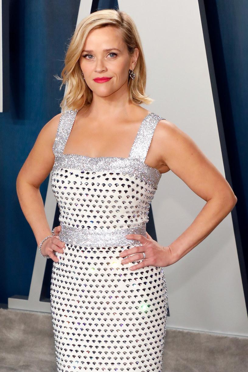 """Reese Witherspoon, gwiazda seriali """"Wielkie kłamstewka"""", """"The Morning Show"""" i """"Little Fires Everywhere"""" zdradziła, w czym tkwi sekret jej nieskazitelnej cery. 44-letnia aktorka, która doskonale zdaje sobie sprawę z tego, że o skórę należy dbać od wewnątrz, podzieliła się z fanami przepisem na poranne smoothie. Gwiazda zapewnia, że to jemu zawdzięcza doskonały wygląd i samopoczucie."""