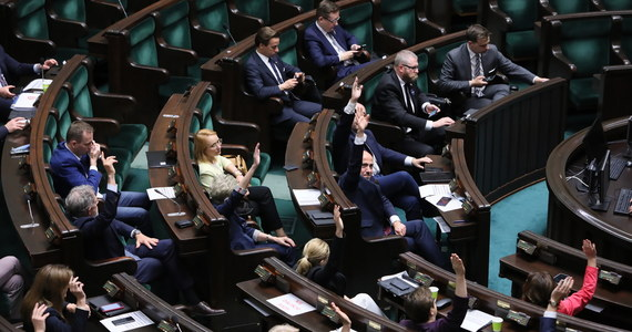 """Rząd nie pracuje już nad kolejnymi wersjami przepisów antykryzysowych. Dotychczas do firm trafiło ok. 56 mld zł, czyli trochę mniej niż połowa programu pomocowego - poinformowała w piątek """"Rzeczpospolita""""."""