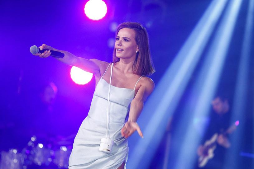 Od kiedy Natalia Szroeder występuje na scenie, jeszcze nigdy nie była tak szczupła. To bardzo zmartwiło jej fanów. Jednak piosenkarka wytłumaczyła, co się stało.