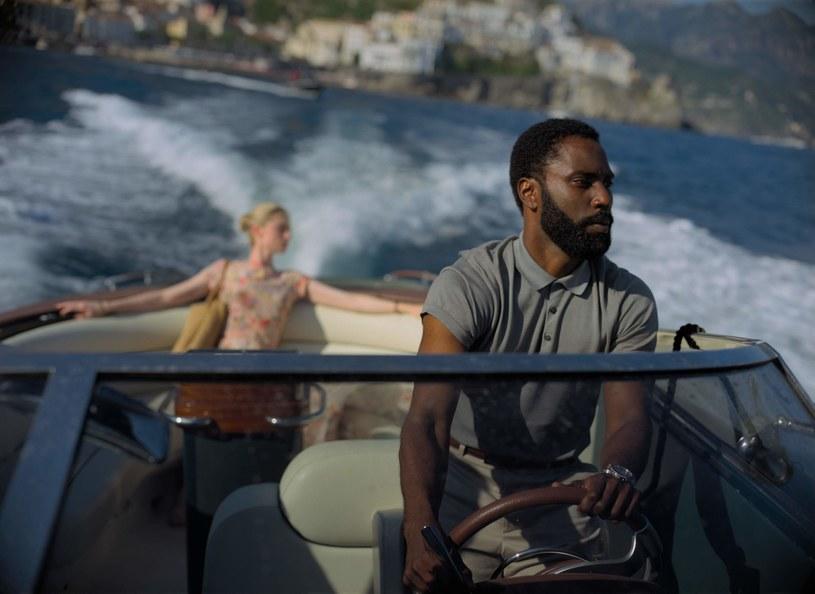 """Nie dziwi fakt, że wobec ciągłego przekładania premiery najnowszego filmu Christophera Nolana """"Tenet"""", pojawiły się głosy, że być może zamiast w kinie, będzie go można zobaczyć na serwisach streamingowych. Czy tak się stanie?"""