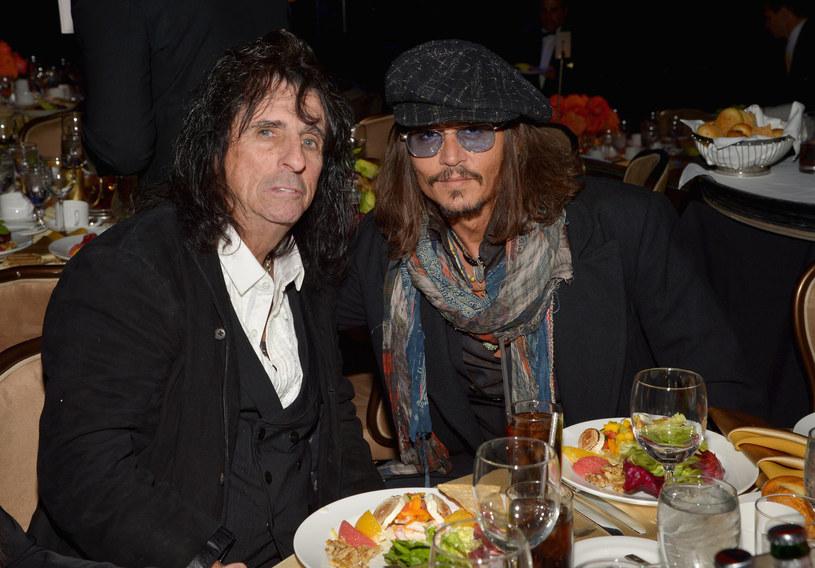 """Taka produkcja film jeszcze nie jest planowana, ale gdyby ktoś zechciał zrealizować filmową biografię Alice'a Coopera, legendarny wokalista ma kandydata do swojej roli. To jego przyjaciel Johnny Depp. Panowie spotkali się w 2012 roku na planie filmu Tima Burtona """"Mroczne cienie""""."""