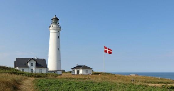 Dania przyspieszając łagodzenie restrykcji związanych z pandemią koronawirusa otworzy od 15 czerwca swoje granice dla mieszkańców sąsiednich Niemiec, a także Norwegii i Islandii. Norwegia gotowa jest z kolei gościć Duńczyków. W tych wyliczeniach trzeci skandynawski brat został pominięty. Szwedzi nie będą wpuszczani ani do Danii, ani do Norwegii.