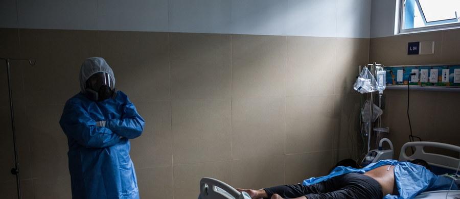 Aktualny bilans koronawirusa w Polsce to 23 155 zakażonych i 1 051 ofiary śmiertelne. W ciągu ostatniej doby w Brazylii potwierdzono 26 417 nowych przypadków zakażenia koronawirusem. Liczba zachorowań w tym kraju wynosi już 438 238 przypadków, co plasuje Brazylię na drugim miejscu - więcej przypadków koronawirusa potwierdzono jedynie w Stanach Zjednoczonych. Przywódca USA zdecydował o zerwaniu relacji z Światową Organizacją Zdrowia.