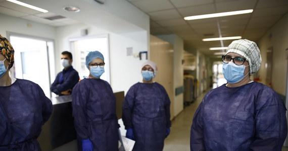 Pielęgniarki i sanitariusze z Quebecu domagają się urlopu latem przed ewentualną drugą falą zakażeń koronawirusem na jesieni. Quebec to najsilniej dotknięta epidemią kanadyjska prowincja zmagająca się z brakiem kadr w służbie zdrowia.