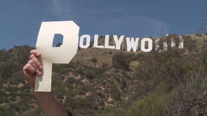 """Film dokumentalny """"Pollywood"""" to historia osobistej podróży do Ameryki, jaką reżyser dokumentu Paweł Ferdek odbył śladami założycieli Hollywood mających wschodnioeuropejskie, czy wręcz polskie korzenie - Samuela Goldwyna, Luisa B. Mayera i braci Warner. Film otworzy rozpoczynający się w najbliższą niedzielę Krakowski Festiwal Filmowy. Premiera dokumentu """"Pollywood"""" w HBO i HBO GO odbędzie się 14 czerwca."""