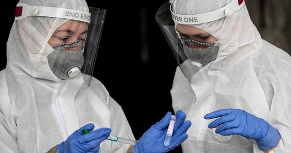 Lekarze ze Śląska będą badali osoby, które wyleczyły się z zakażenia koronawirusem. Wyniki mają wskazać m.in., jakie powikłania wywołuje Covid-19. Badania będą prowadzone z grantu, który Śląskie Centrum Chorób Serca pozyskało z Agencji Badań Medycznych działającej przy Ministerstwie Zdrowia.