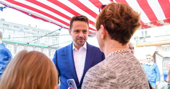 W Polsce potrzebna jest zmiana, potrzebna jest nowa polityka, odbudowanie wspólnoty, więzi pomiędzy Polkami i Polakami - mówił w sobotę w Poznaniu, prezydent Warszawy i kandydat KO na prezydenta RP Rafał Trzaskowski.