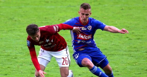 Mistrz Polski Piast Gliwice pokonał na własnym stadionie krakowską Wisłę 4:0 w sobotnim meczu 27. kolejki piłkarskiej ekstraklasy.