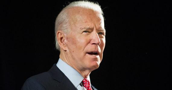Kandydat Partii Demokratycznej do nominacji w wyborach prezydenckich w USA Joe Biden potępił zamieszki, które trwają od trzech dni w Stanach Zjednoczonych. Rozruchy zaczęły się po tym, jak czarnoskóry George Floyd został zabity przez policjantów. Biden podkreślił jednak, że Amerykanie mają prawo protestować przeciwko brutalności policji.