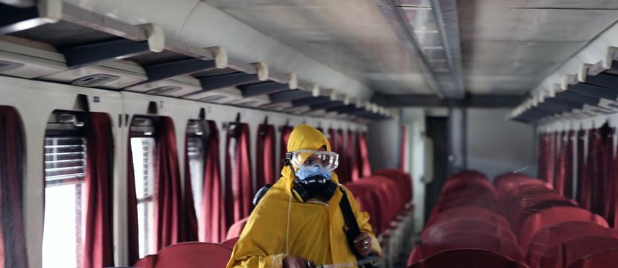 23 786 zakażeń i 1 064 ofiary śmiertelne: to aktualny bilans pandemii koronawirusa w Polsce. W niedzielę resort zdrowia poinformował o 219 nowych zakażeniach i 3 kolejnych zgonach. Na całym świecie natomiast - takie dane opublikowała agencja AFP - potwierdzono dotąd oficjalnie już ponad 6 mln zakażeń SARS-CoV-2. Obecnie koronawirus najszybciej rozprzestrzenia się w Ameryce Południowej: w ciągu  24 godzin zarejestrowano tam ponad 45 tysięcy nowych infekcji. Wydarzenia dotyczące pandemii koronawirusa w Polsce i na świecie przedstawiamy Wam w naszej relacji z 31 maja.