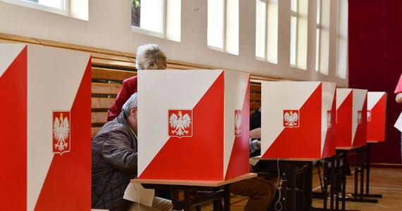 Po trzech tygodniach zwłoki w Dzienniku Ustaw opublikowano dziś uchwałę Państwowej Komisji Wyborczej, dotyczącą braku możliwości przeprowadzenia głosowania 10 maja. Tym samym zaczyna biec 14-dniowy termin na wyznaczenie daty wyborów. Jeśli data wyborów będzie 28 czerwca – kalendarz wyborczy będzie musiał być skrócony o ponad połowę.