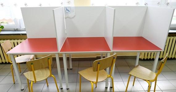 Trzy senackie komisje wznowiły prace nad ustawą o organizacji wyborów prezydenckich. Szef komisji ustawodawczej Krzysztof Kwiatkowski zapowiedział, że w poniedziałek komisje zakończą prace nad ustawą.