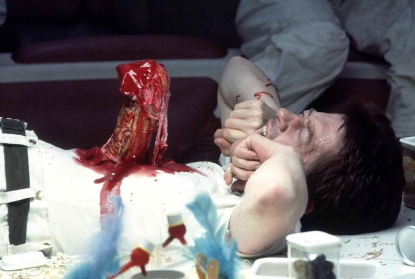 """""""Jak to zrobiłeś?"""" - miał zapytać Stanley Kubrick twórcę filmu """"Obcy - 8. pasażer Nostromo"""" Ridleya Scotta. Legendarny reżyser był tak zachwycony sceną, w której tytułowy obcy wyłania się z brzucha postaci granej przez Johna Hurta, że zadzwonił do Scotta tuż po obejrzeniu jego filmu. Kulisy tej rozmowy sprzed lat reżyser """"Gladiatora"""" ujawnił w wywiadzie dla gazety """"Los Angeles Times""""."""